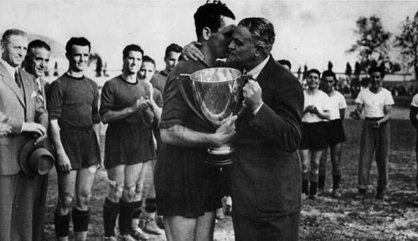 Vittorio Tortora, capitano del Venezia con la Coppa Italia 1940-41 (www.fbcunionevenezia.com)
