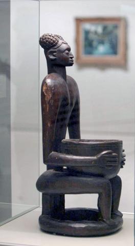 Una statuetta lignea della collezione di de Vlaminck (www.artnetcom)