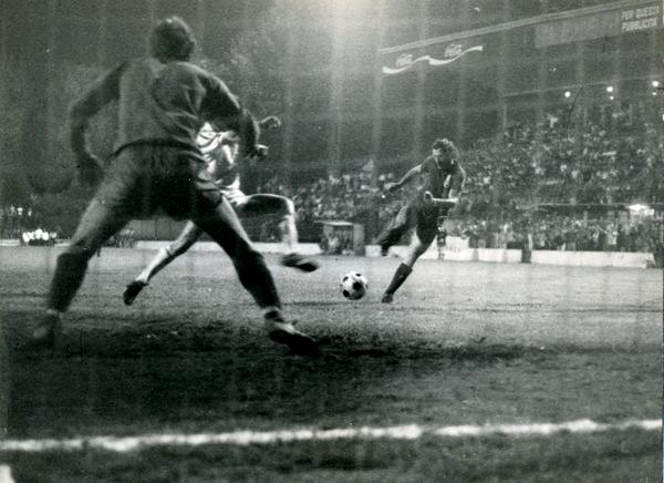 Il tiro del mediano Francesco Casagrande al 72' oltrepassa la rete del Wimbledon portando a Monza il primo TAI della Seconda Èra, 1976 - www.ilcittadinomb.it