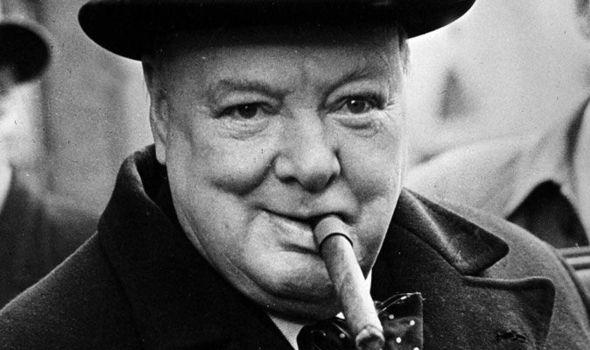 Sir Winston Leonard Spencer Churchill (1874-1965), fotografato negli anni Cinquanta col famoso sigaro