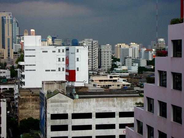 La grigia Bangkok-Metropolis da vicino – Foto Francesco 'Merit' Luisito