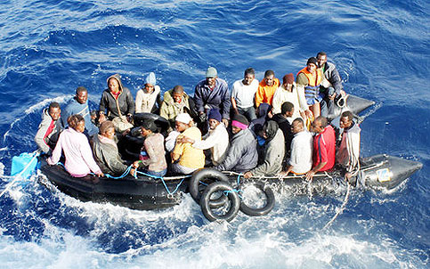 Un gommone di migranti - palermomania.it